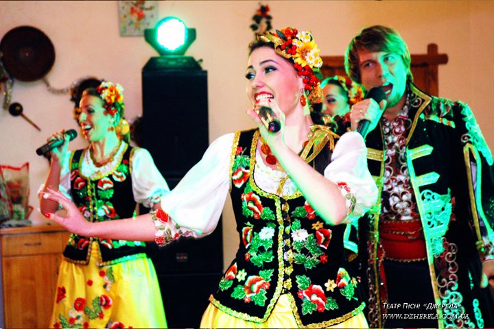выступление фольклорного ансамбля