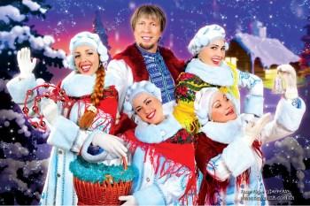 Зимние костюмы и исполнение зимних песен.