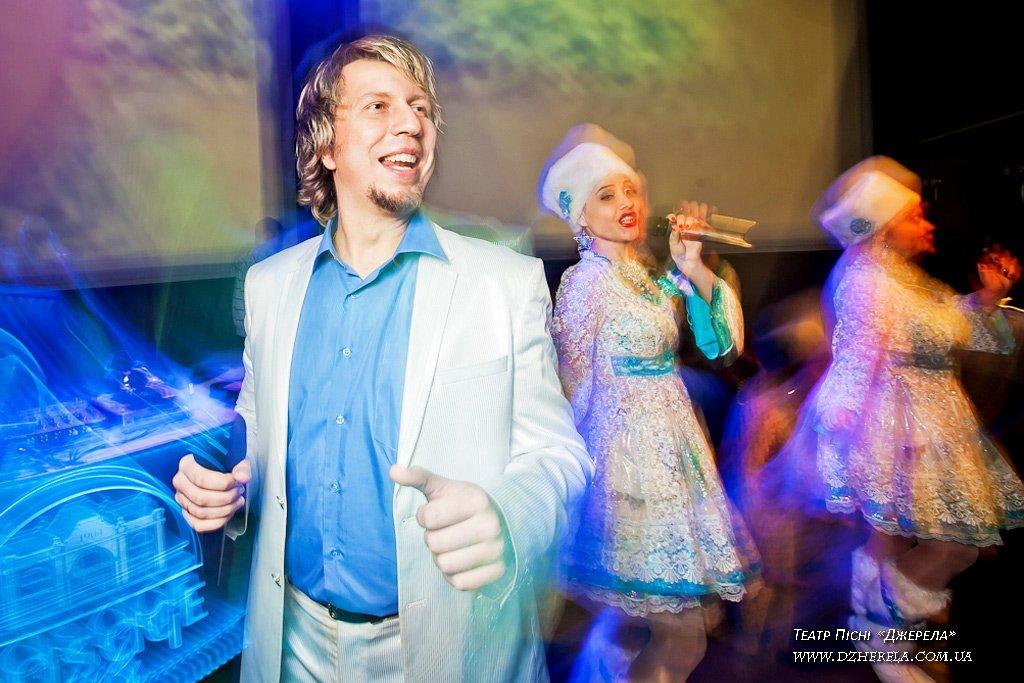 Новогодние песни в исполнении Театра Песни «Джерела»